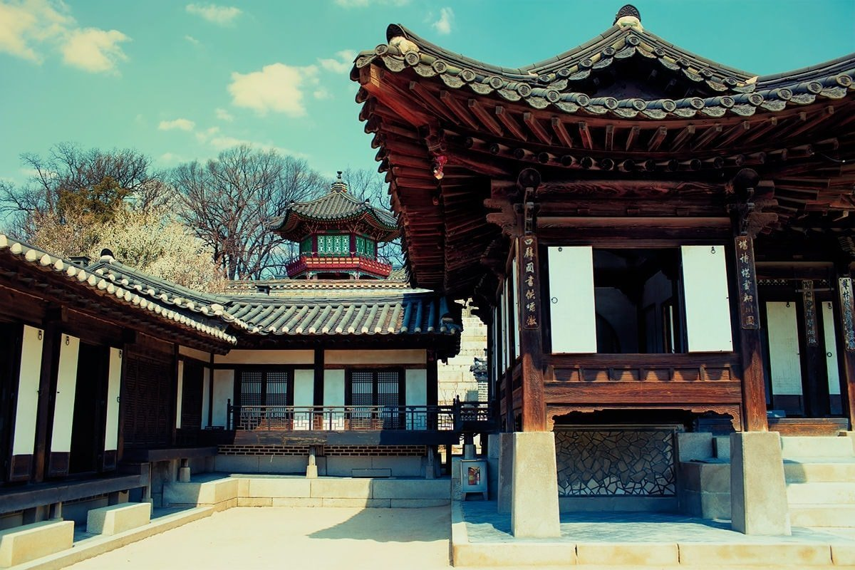 Nakseonjae Complex with a view of Sangryangjeong in the back at Changdeokgung Palace