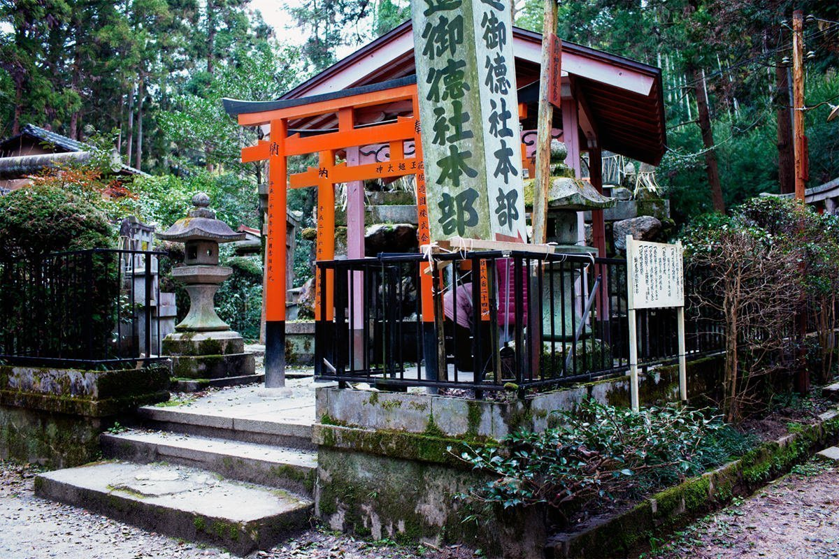 Secluded shrine in the Fushimi Inari forest